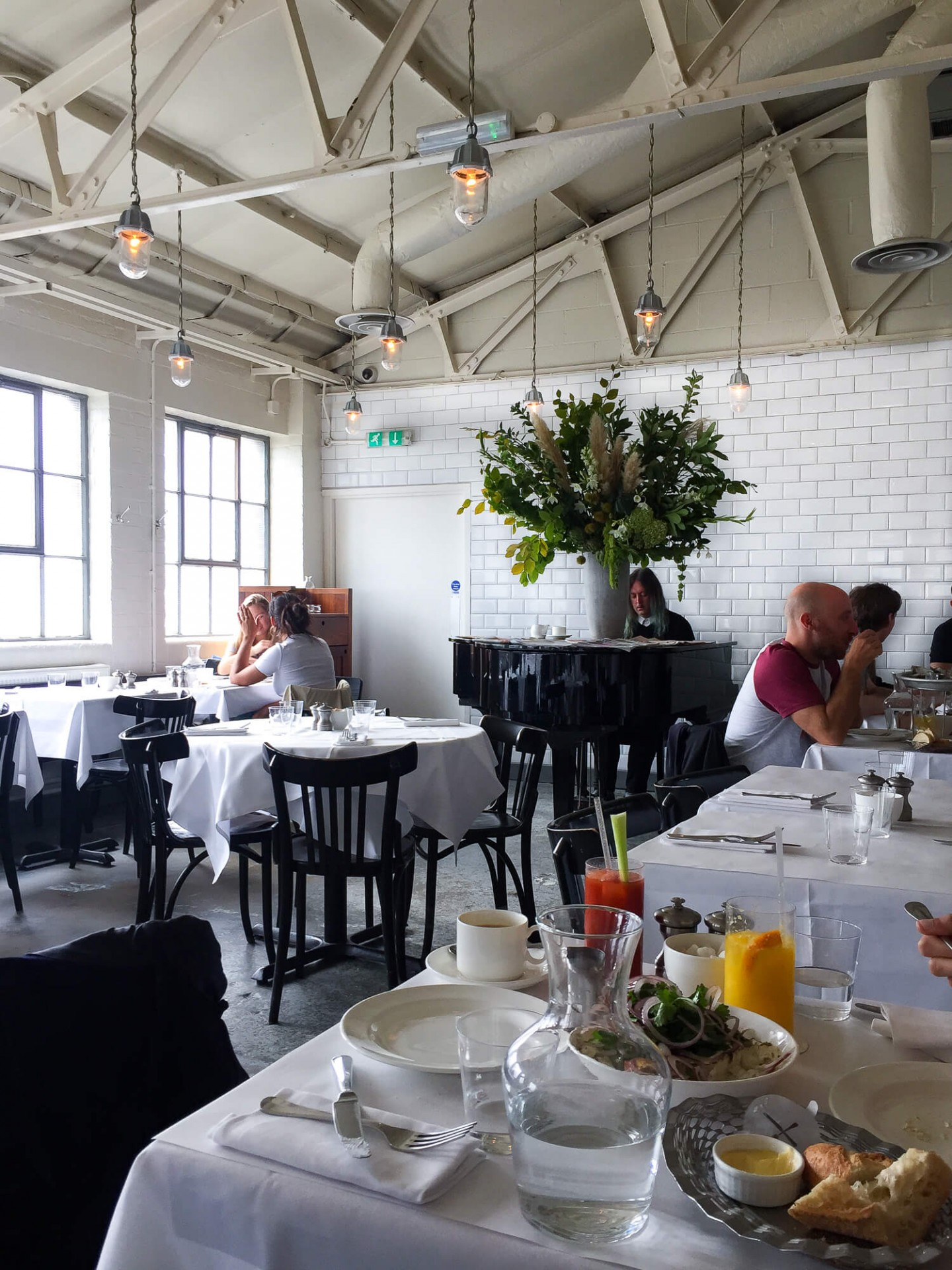 On the weekend brunch service at Bistrotheque in London they have a pianist play. Its such a beautiful spot for brunch!