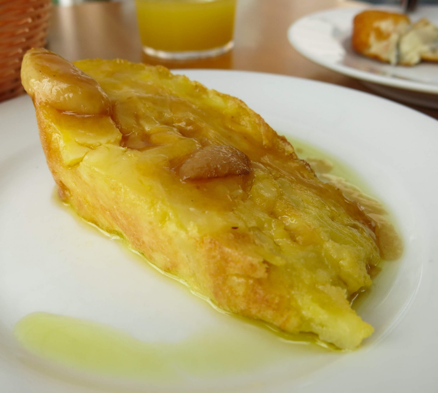 The Spanish omelette at Bodeguita Romero in Seville was the best of our trip! Find my top restaurants to eat at in Seville, Spain.