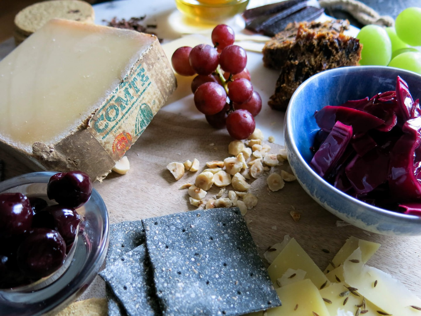 Tip and tricks on how to create the best cheeseboard for Christmas.