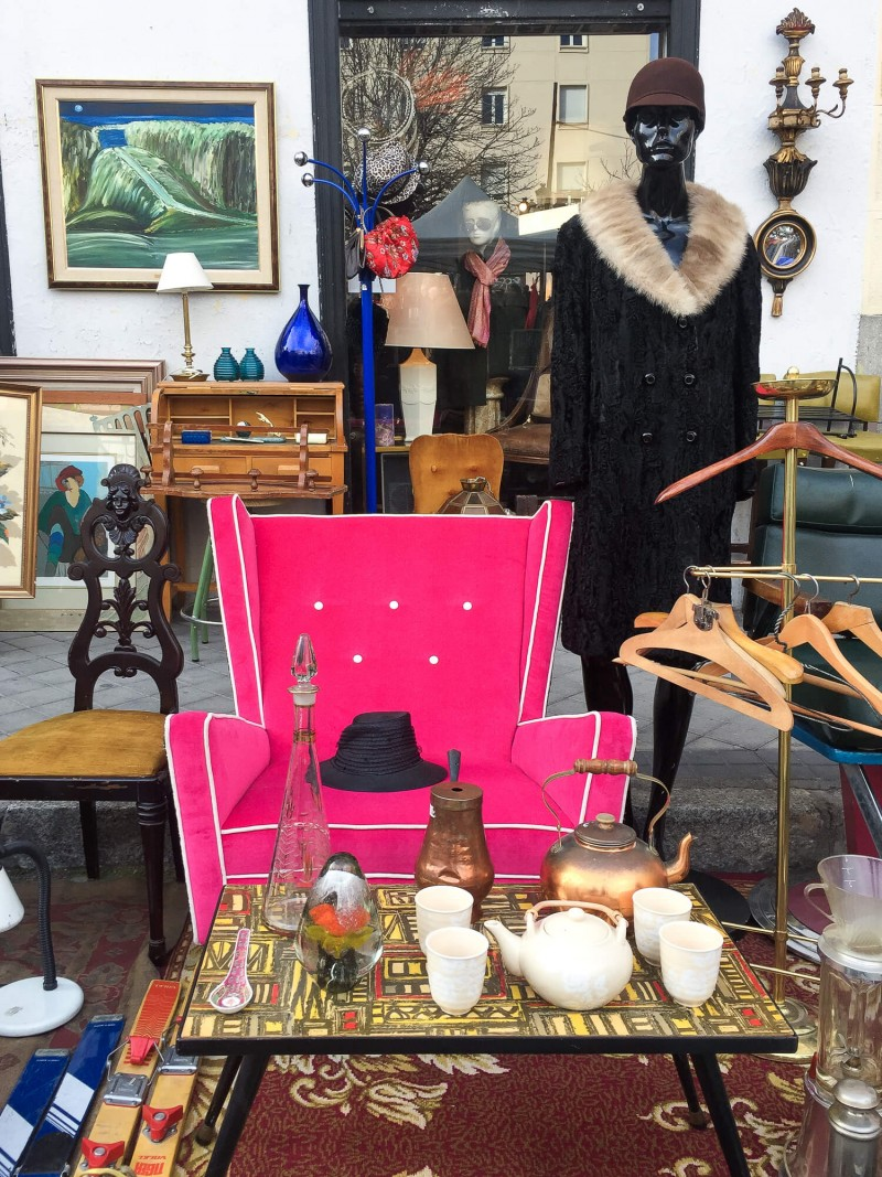 El Rastro flea market in Madrid. What to do in Madrid on Sunday. South of La Latina. Three day guide to Madrid.